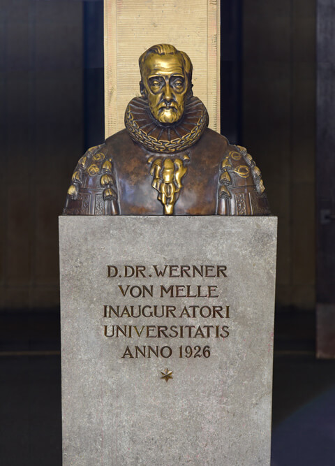 The photo shows the bust of the University's founder, Werner von Melle.