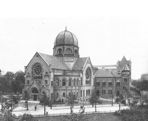 Historical picture of the Bornplatz Synagogue.