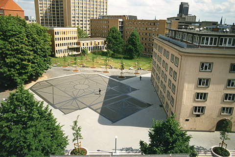 The picture shows the floor mosaic at the former Bornplatz from above.