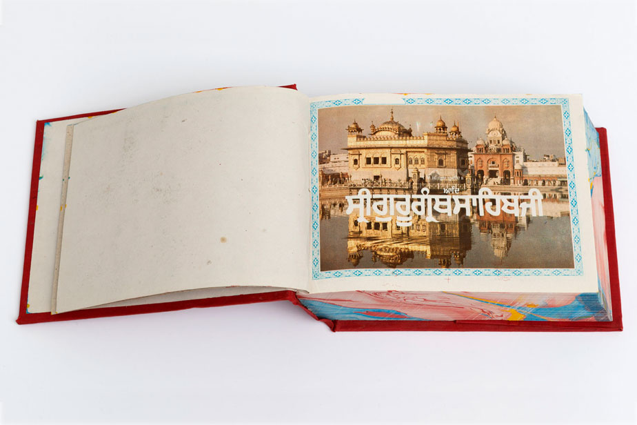The picture shows a book, with a picture on the right side