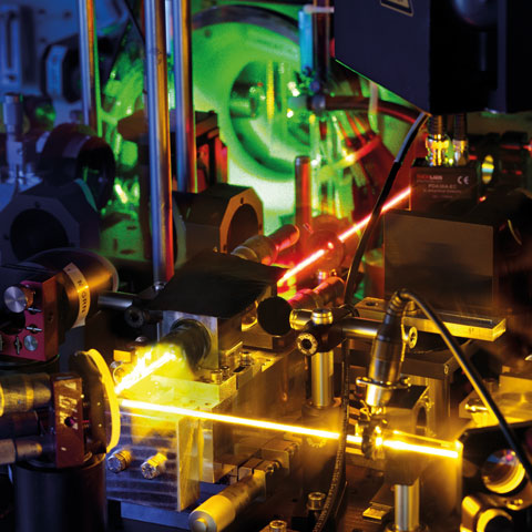 Lasers afford films about the movement of the tiniest particles.