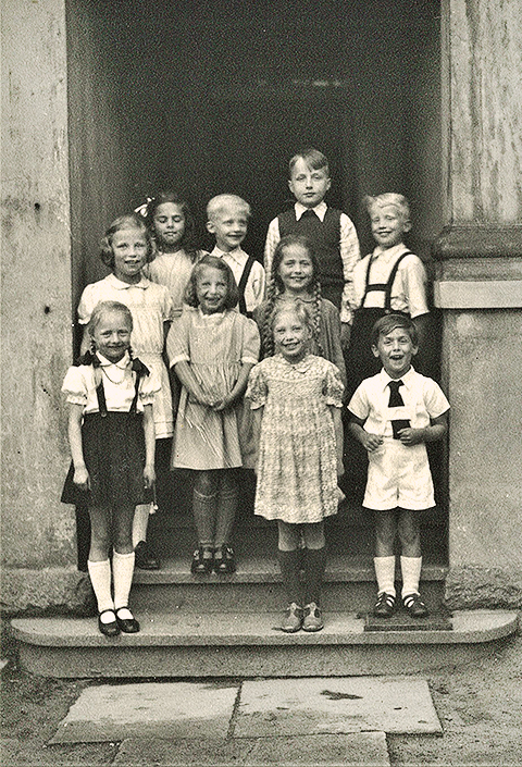 Children at the observatory in 1947. Researchers lived there with there families.
